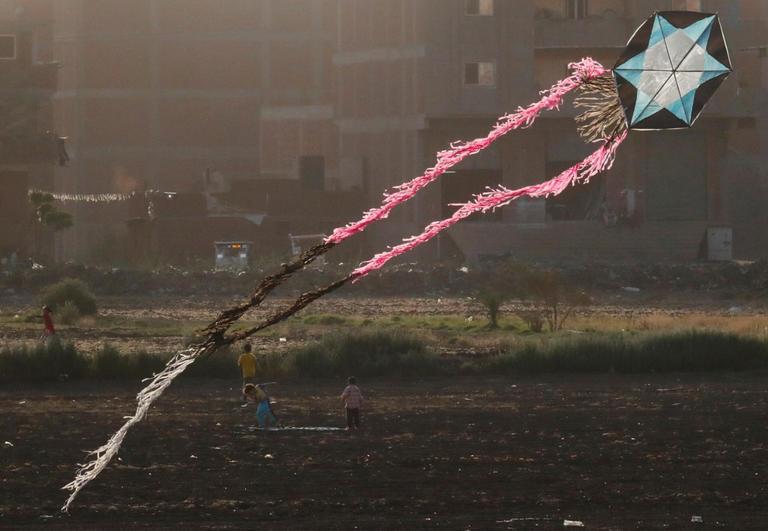 135-105848-corona-kites-sky-cairo-2