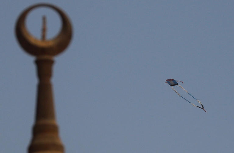 135-105850-corona-kites-sky-cairo-10