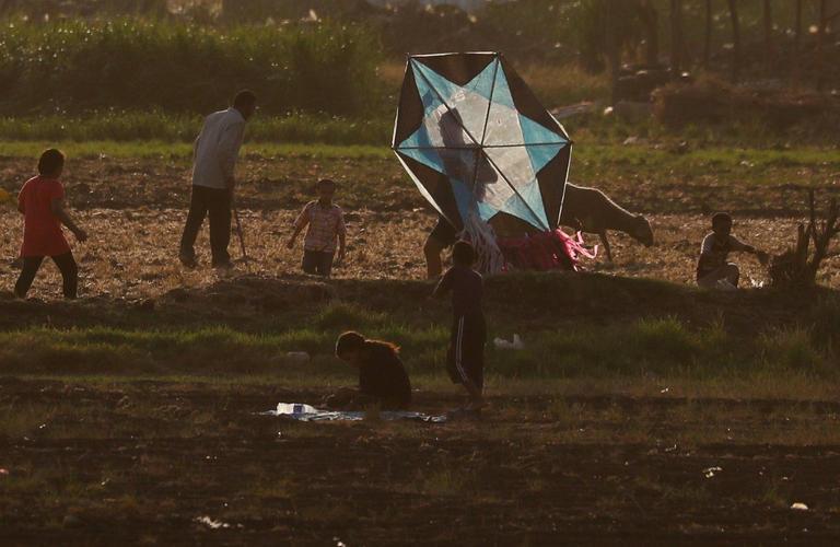 135-105850-corona-kites-sky-cairo-9