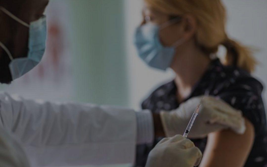 لماذا يصاب الإنسان بفيروس كورونا بعد تلقي اللقاح