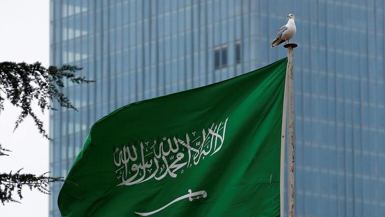 السعودية تلزم العاملين في خدمات الحج بلقاح كورونا