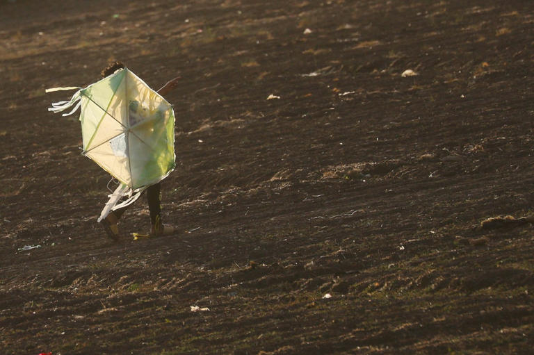 135-105849-corona-kites-sky-cairo-6