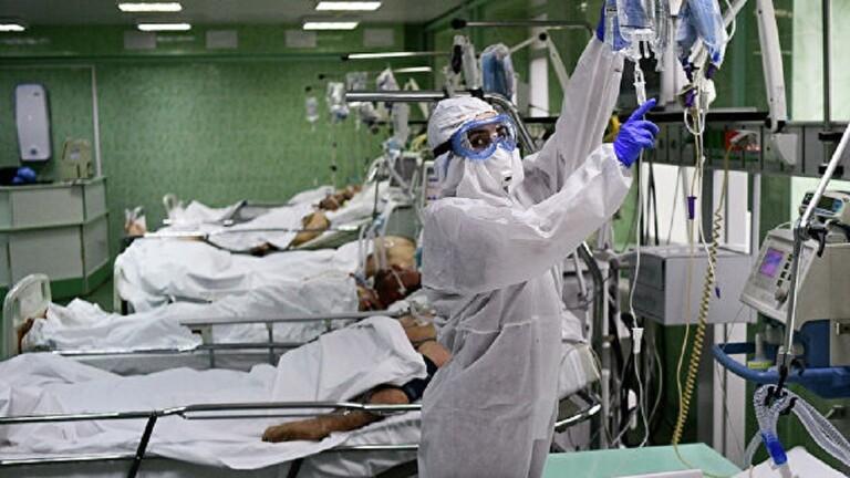 """طبيب يحذر من عواقب """"كوفيد-19"""""""