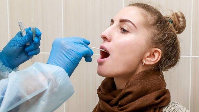 فيروس كورونا: تجارب على فحوص جديدة تكشف كوفيد-19 والإنفلونزا في 90 دقيقة