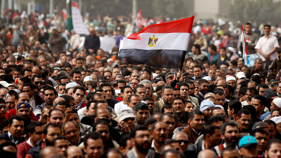 """""""وزارة الصحة المصرية"""" تحذر من عادة سيئة تؤدي للإصابة بكورونا.."""